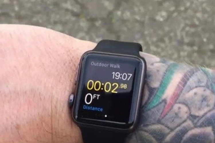 Possiedi un Apple Watch? Se hai i polsi tatuati ti darà problemi